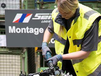 Mobile Vorschaubild 01_Motorenmontage1-beschnitten.jpg